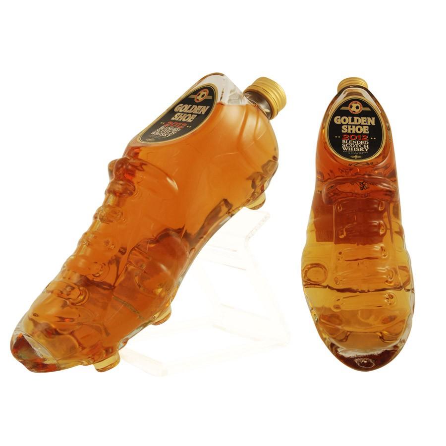 bouteille de whisky originale en forme de chaussure de foot. Black Bedroom Furniture Sets. Home Design Ideas